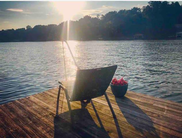 Lakefront Freeman Cottage w/ Boatdock & Fishing