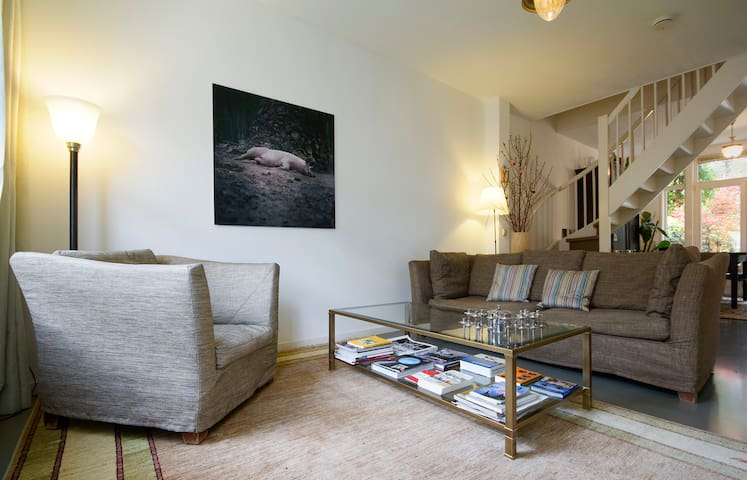 Two lovely rooms near center with sunny garden