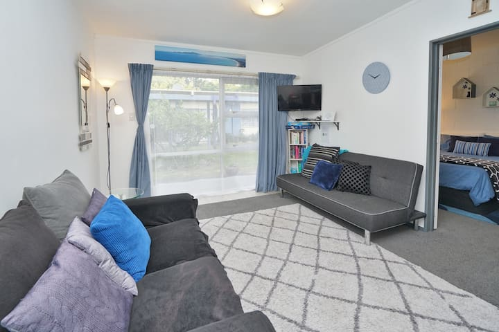Private Courtyard Oasis - walk to city centre
