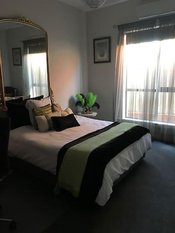 One bedroom in Essendon