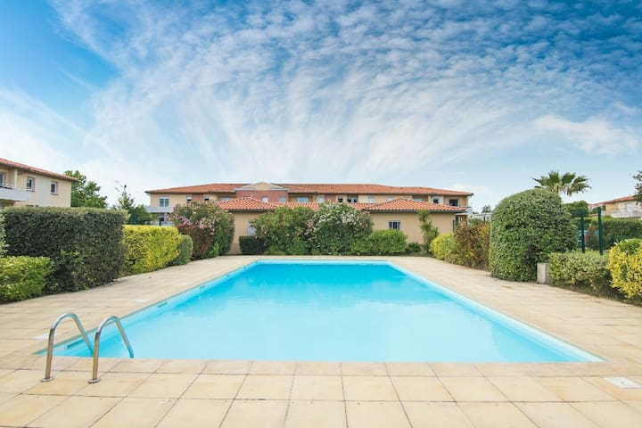 T2 avec clim,piscine,terrasse,tennis,parking,wifi