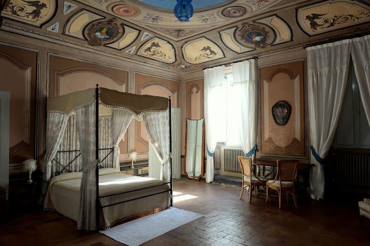 Castel San Pietro的民宿
