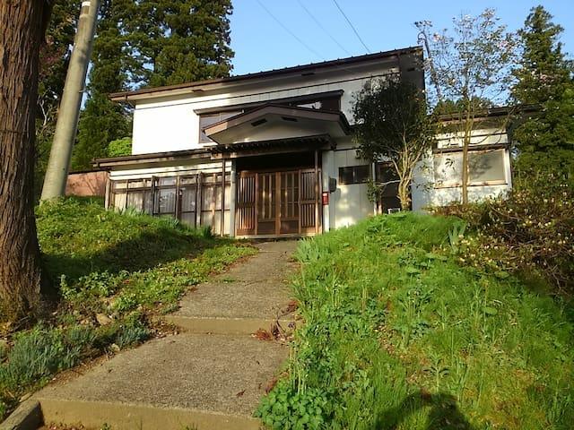 闘牛と錦鯉の伝統文化会館
