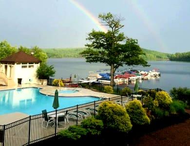 Memories at Midlake Lakefront-SKI/BEACH, 4 Seasons