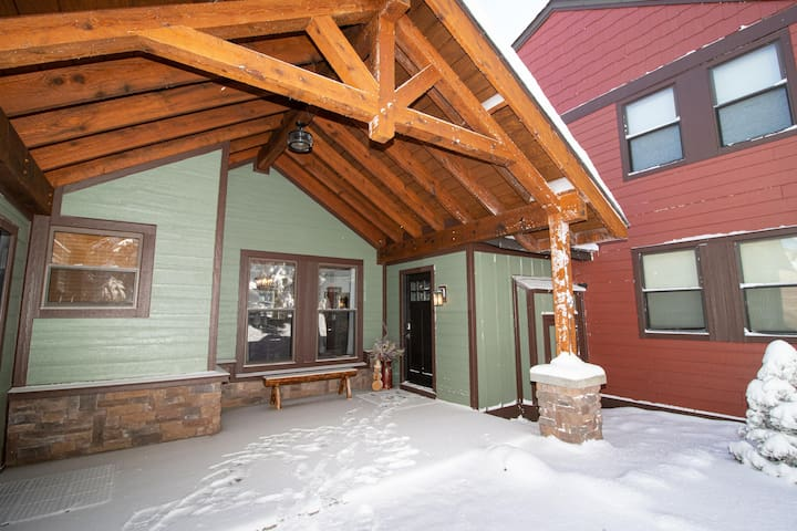 Winter Wonderland 3 Bed/Bath Next to Slopes & Village Privacy in the Trees