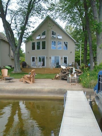 Lake Front Getaway - Great  Relaxing Retreat!