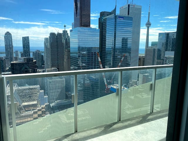 Beautiful room Downtown Toronto amazing views