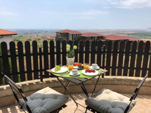 Panoramic View Bungalow 5 min from Sunny Beach