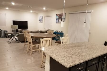 Private room in brand new home. By all attractions