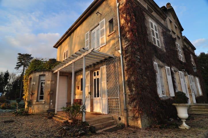 Rachecourt-Suzémont的民宿