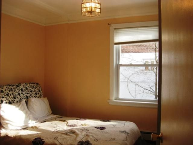 Spacious Room with Shared Bathroom NO PARKING