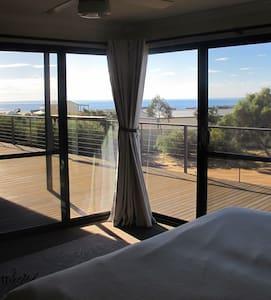 Studio Retreat with beautiful ocean views