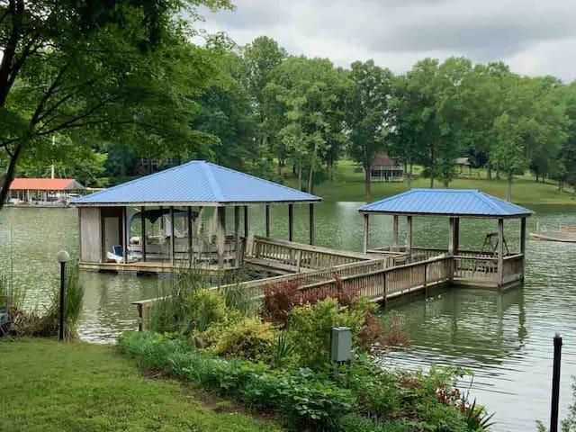Tia's Tranquil Lakefront Retreat