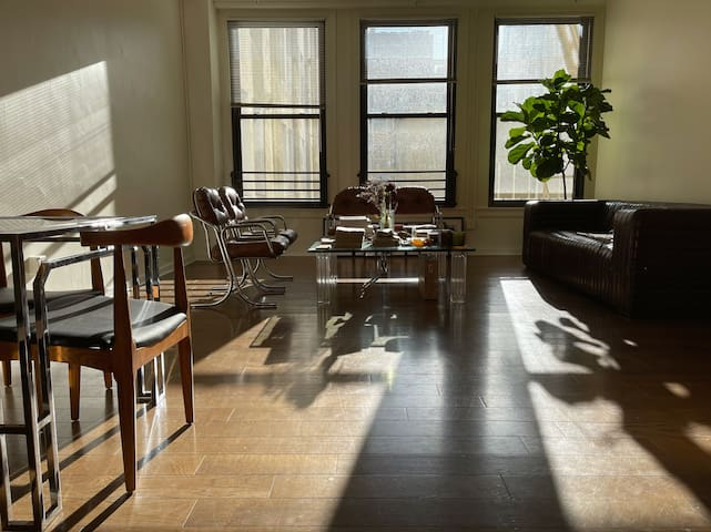 Premium Loft Downtown - 2 blocks from Whole Foods
