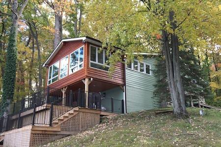 Private Lakeside Cottage-Chelsea, MI