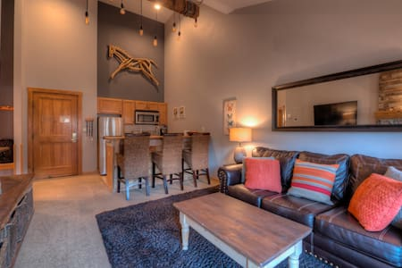 Walk to Lifts! Free Covered Parking, High Ceilings