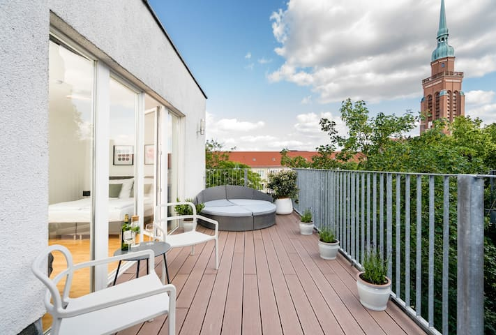 Bright Penthouse with Roof Garden