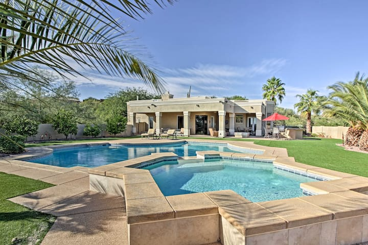Spacious Luxe Oro Valley Home w/Pool, Spa+Mtn View