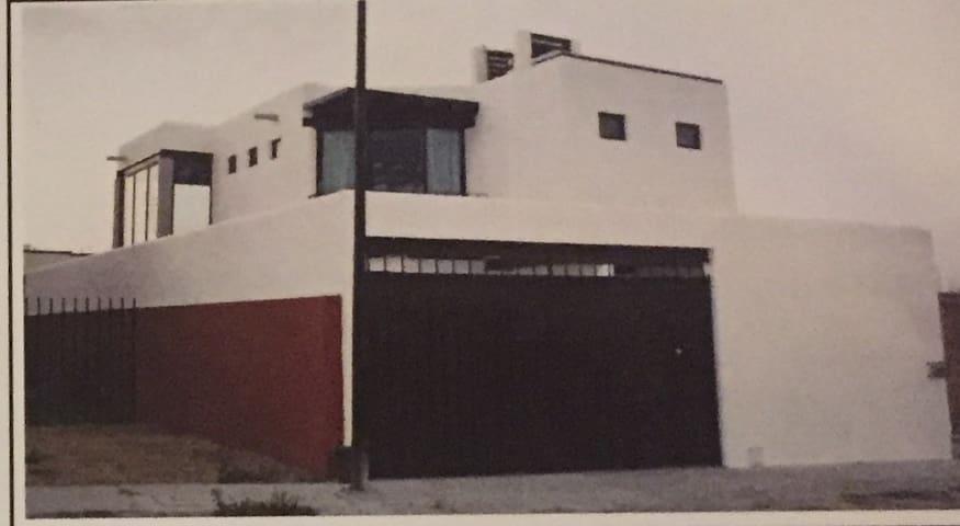圣米德尔阿连德的民宿