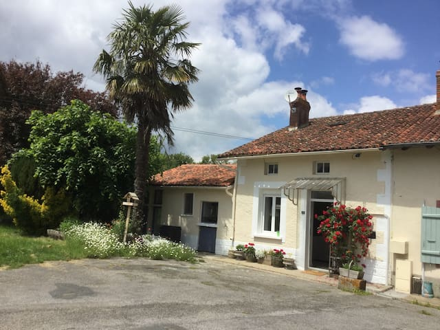 Mézières-sur-Issoire的民宿