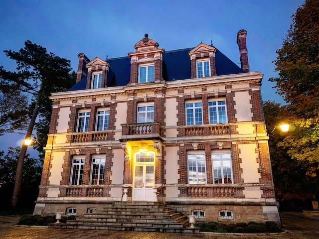 Ligny-le-Châtel的民宿