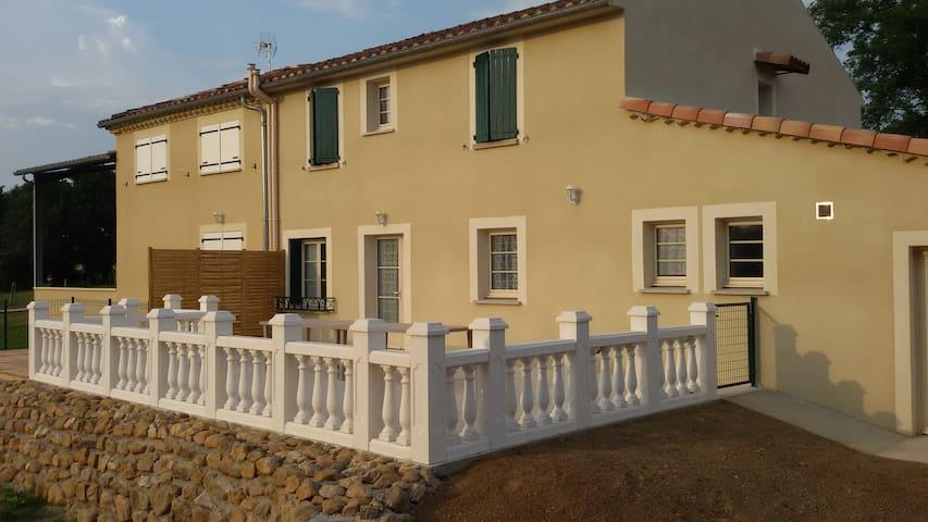 Montredon-Labessonnié的民宿