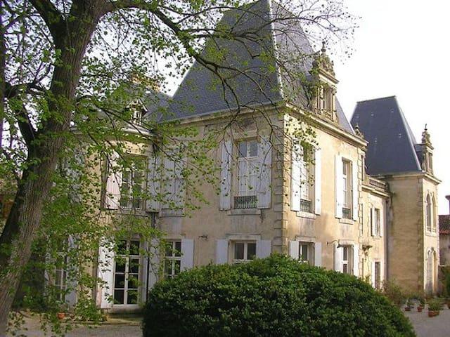 Saint-Michel-de-Lanès的民宿