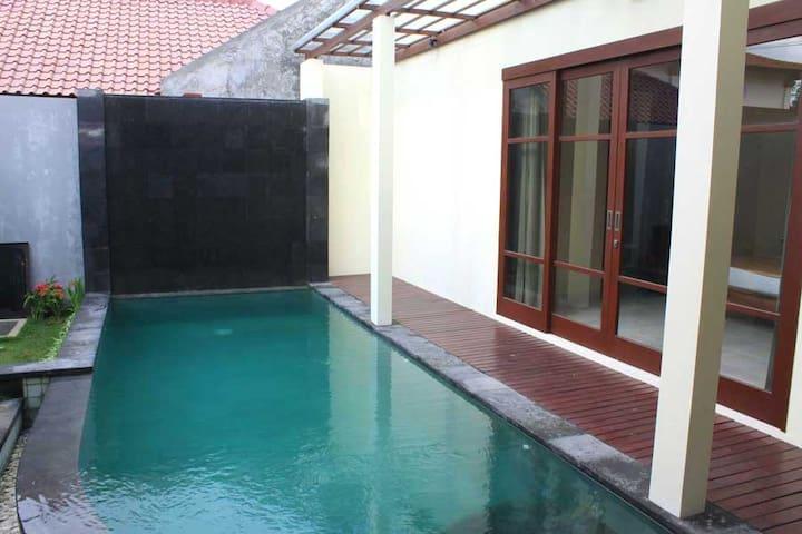 Special Offer! Room in Seminyak, WIFI & Free Water