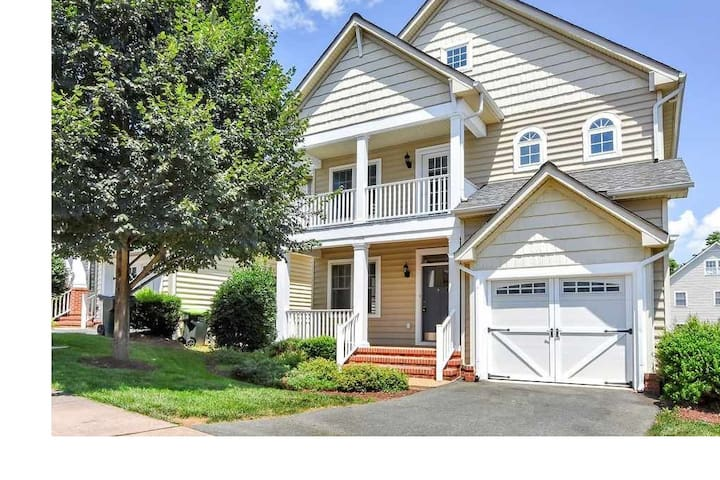 *NEW* Spacious, Clean 6BR by Downtown/UVA (8 Beds)
