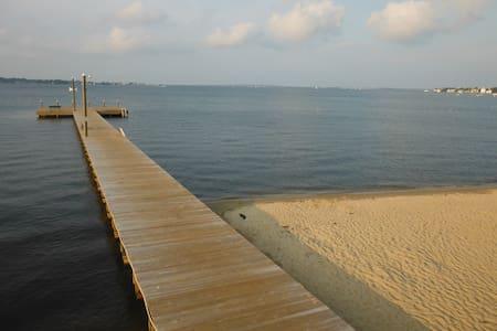 384E Barnegat GARAGE · SANITIZED-WALK TO BAY BEACH QUIET STREET GSTHOUSE