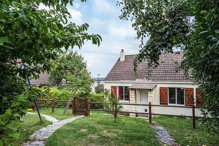 PARIS BELLA VISTA: A COMPLETE HOUSE