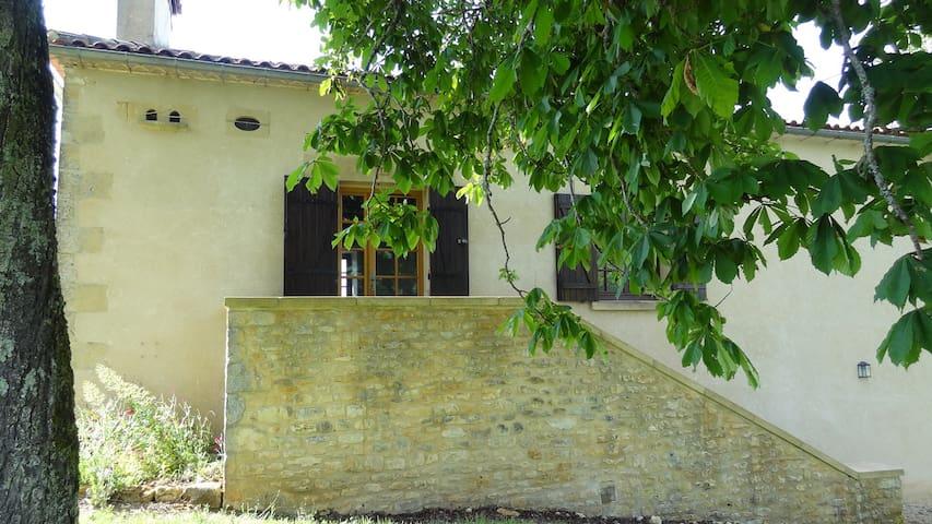 Sainte-Foy-de-Longas的民宿