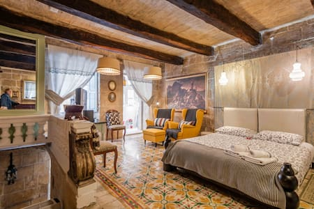 Romantic House in Valletta. Free airport pick up.
