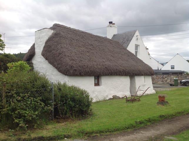 Plockton -  Unique Thatched Cottage
