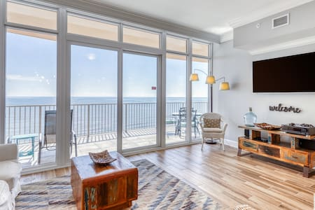 Updated, waterfront condo w/ shared pools, tennis, gym, & hot tubs