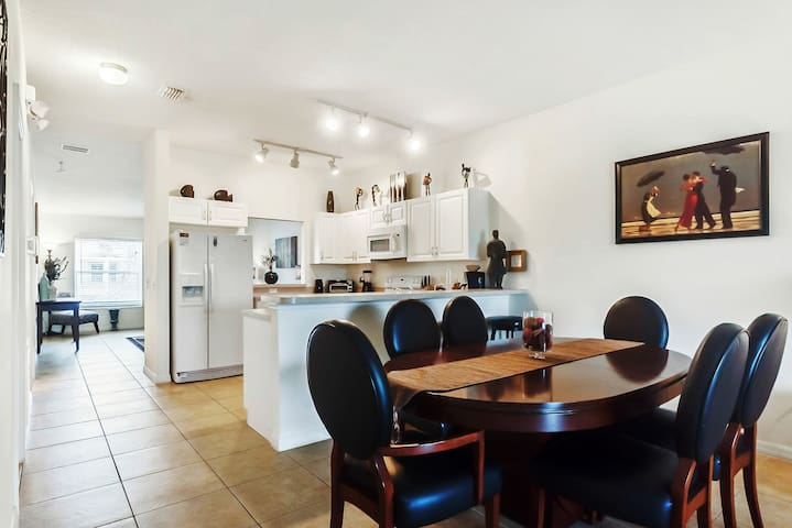Charming Condo minutes from all the Disney parks