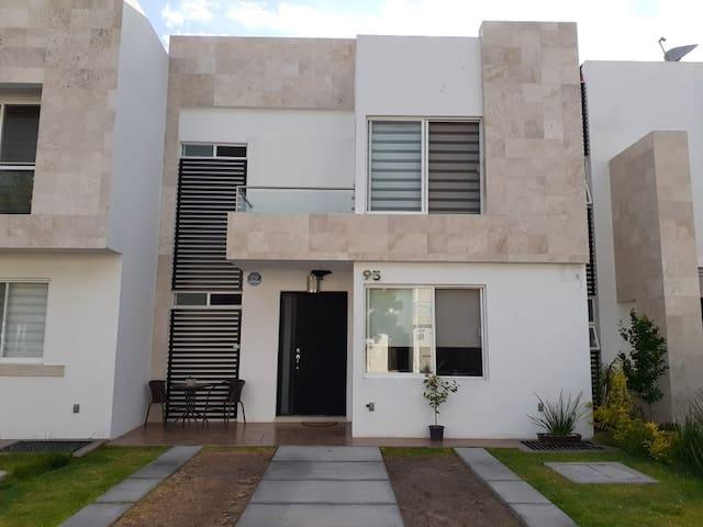 Villas de Bernalejo的民宿