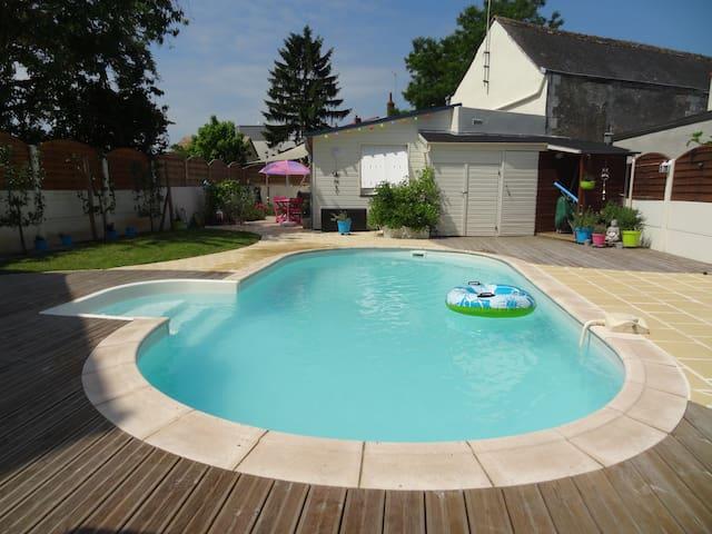 Studio plain-pied au calme avec piscine