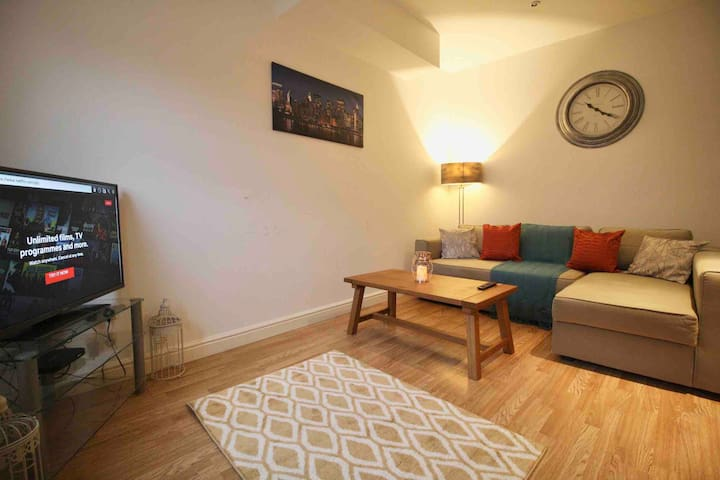 #StayHere 5- Close To Leeds City Centre, Sleeps 10