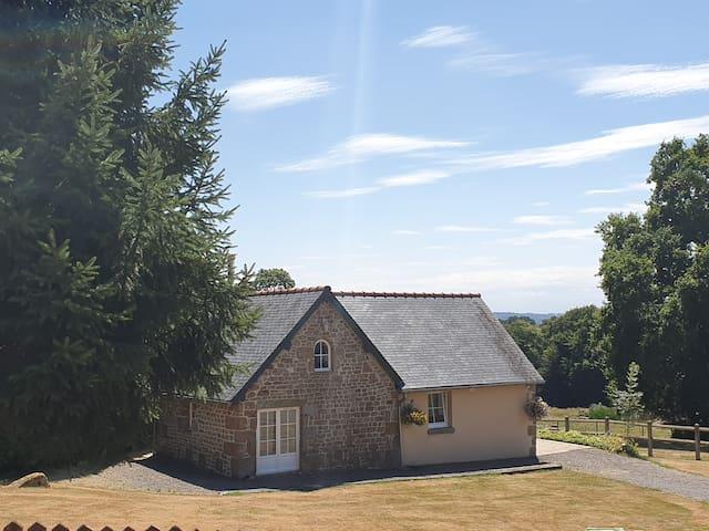Saint-Michel-de-Montjoie的民宿