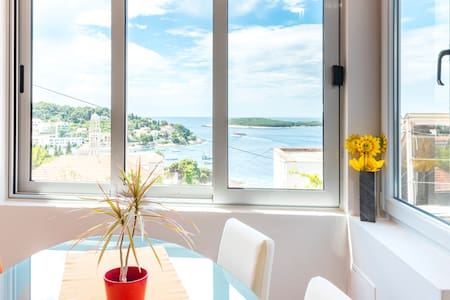 Apartment Jelka-center of town Hvar
