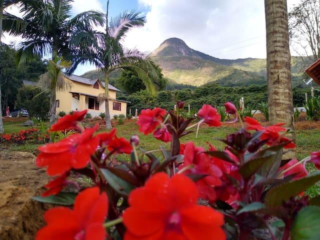 Dores do Rio Preto的民宿