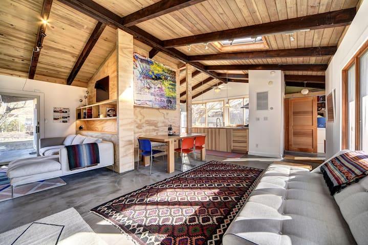 4 Season Design Forward beach house w/ sauna