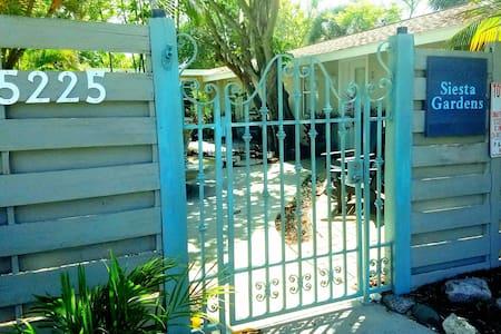Siesta Gardens @ Siesta Key Village