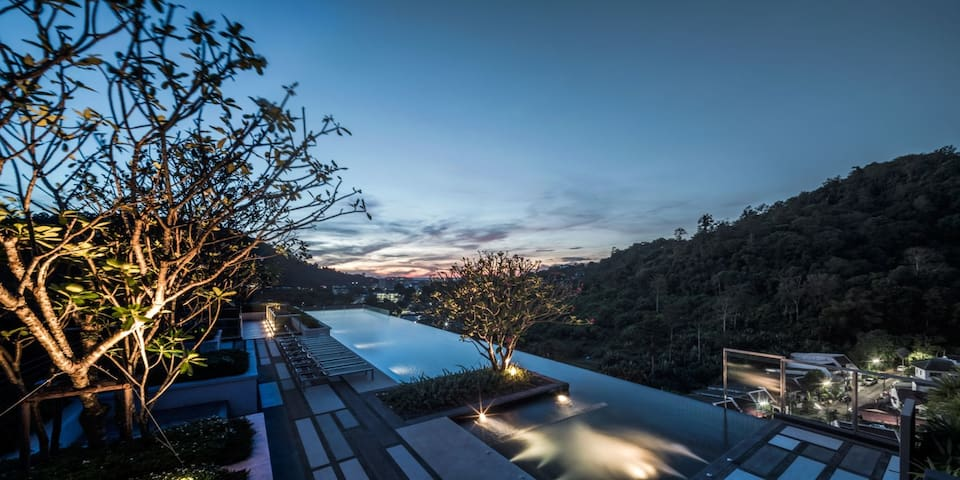 Phuket Town Condominium - Seaview Swimming Pool