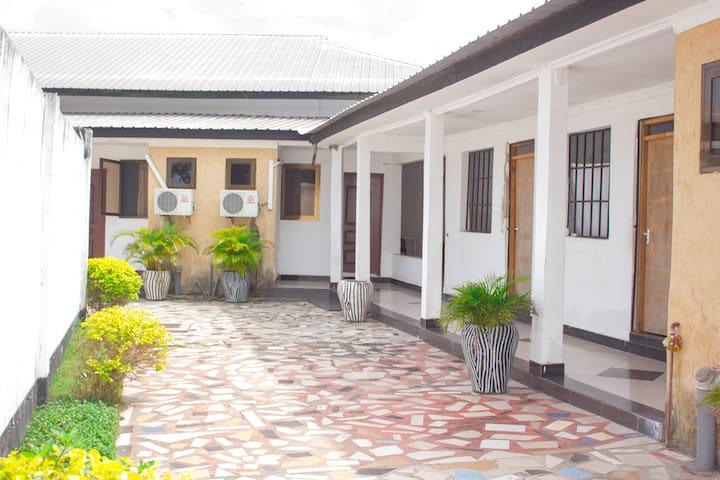 卢戈巴民宿