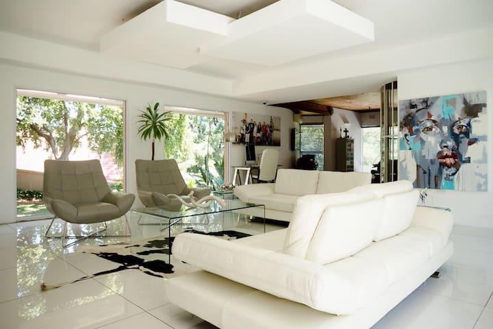 20 on 4th LUCABELLA Luxury Upmarket Homestay B&B