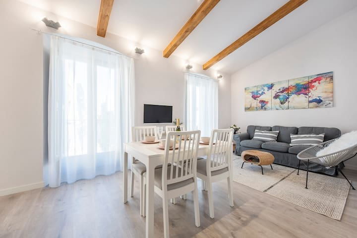 Lovely & bright apartment in the heart of Banyoles