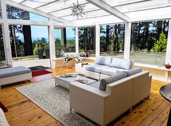 Private 1BR suite, forest setting with ocean views