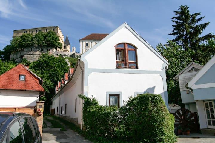 Veszprém的民宿
